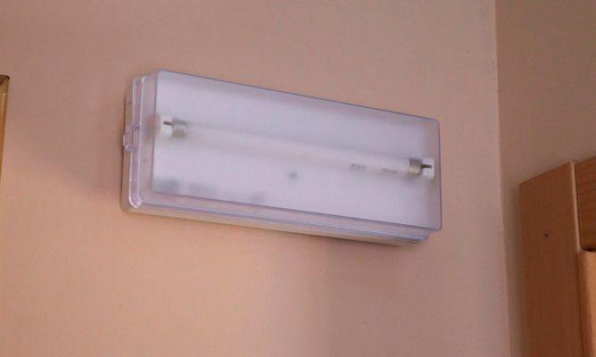 Instalar una luz de emergencia  Bricomana