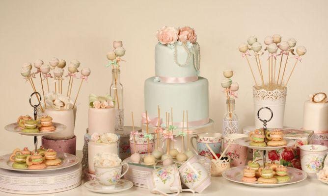 Decorar mesa de postres de una boda en tonos pastel