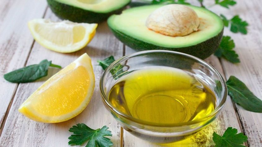 Natural remedy with olive oil, lemon and avocado to accelerate the growth of the eyebrows.