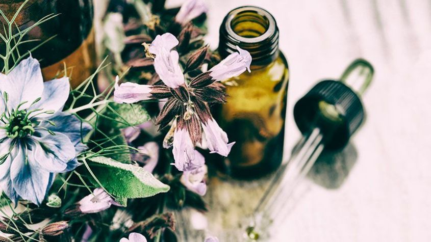 Essential oils, rich in vitamins and minerals, strengthen hair and make it grow strong and healthy.