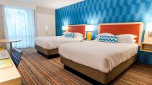 Rooms And Suites Howard Johnson Anaheim Hotel