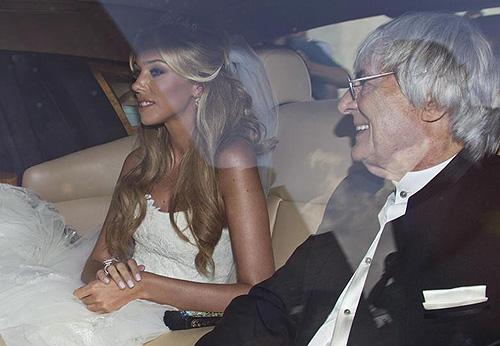 Petra Ecclestone, acompanhada por seu pai Bernie, o dia de seu casamento