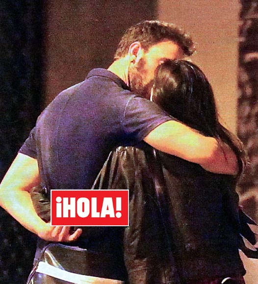 En HOLA el primer beso de Dani Rovira y Clara Lago