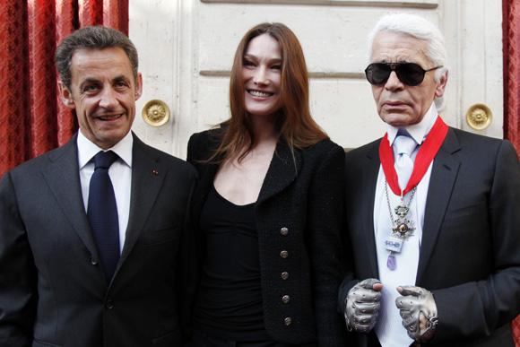 Karl Lagerfeld condecorado por Nicols Sarkozy