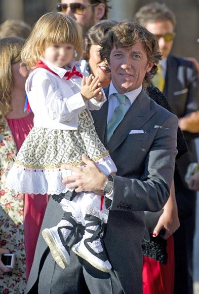 Nicols VallejoNgera con su hijo Nico en la boda de su
