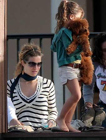 Las imgenes de Jaydy Mitchel y su hija Manuela en casa