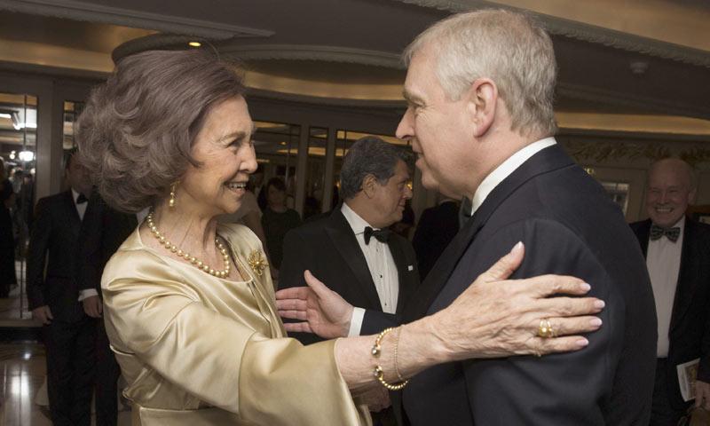 La reina Sofa dedica un carioso recuerdo a Isabel II por su 90 cumpleaos en la gala del