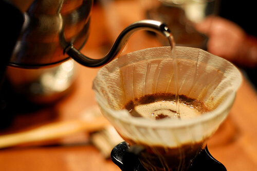 Holar - Blog - 4 Precious Tips to Help You Make the Perfect Cup of Coffee at Home - Water, Temperature & Brewing Time