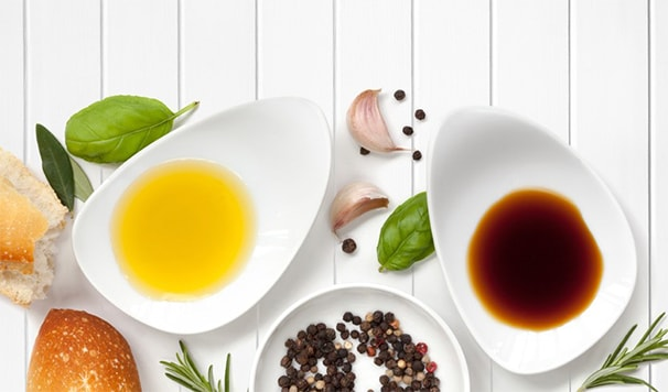 Holar - Blog - Everything You Need to Know About Oil and Vinegar Dressing - Picking the Perfect Oil and Vinegar