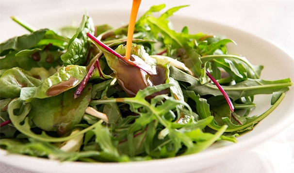 Holar - Blog - Everything You Need to Know About Oil and Vinegar Dressing - Preparing Oil and Vinegar Dressing at Home