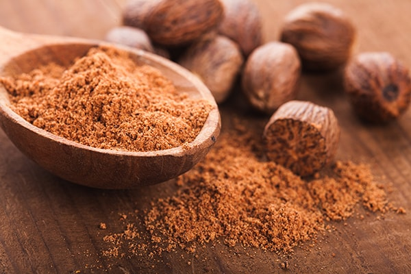 Holar - Blog - Top 10 Essential Herbs, Spices, and Seasonings for Your Kitchen Pantry - Nutmeg