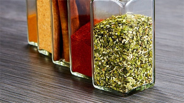 Holar - Blog - How to Maximize Storage Space for Small Cabinet with These 6 Kitchen Appliances - Spice Jars