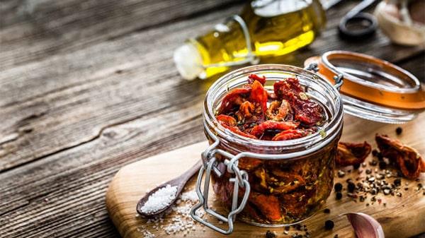 Holar - Blog - Make food last longer Top 7 kitchen ingredients to preserve foods - Olive Oil