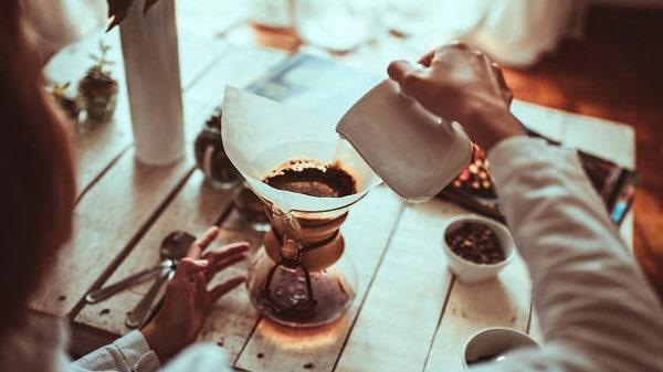 Holar - Blog - Top 10 Manual Coffee Makers for Every Type of Coffee Enthusiast - Chemex Coffee Maker
