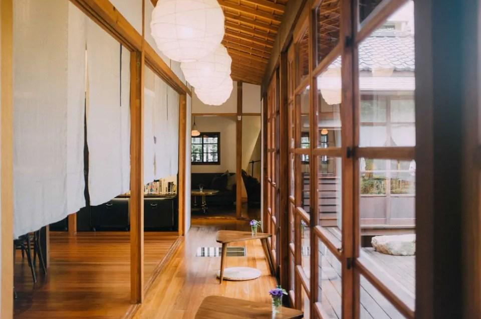 VVG Chapter, una biblioteca en una casa tradicional japonesa