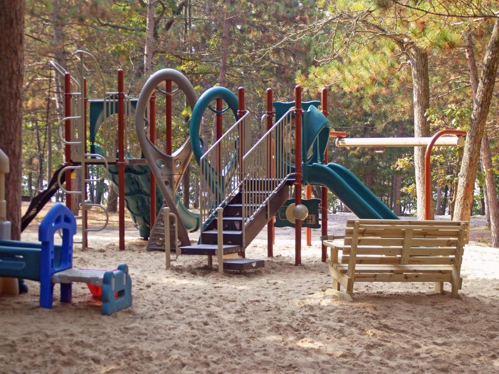 holiday-shores-playground