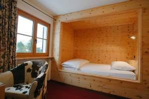"""Bild """"Einzelzimmer in Arvenholz"""" zu Chesa Randolina in ..."""
