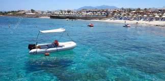 Girit Kıyılarında Otellerin Hemen Kenarında Bir Bot Sizi Bekliyor