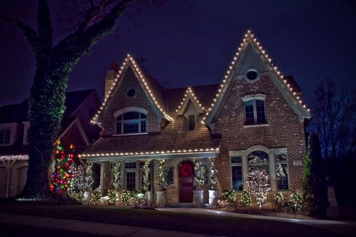 Christmas Light Hanging Service Denver | Decoratingspecial.com