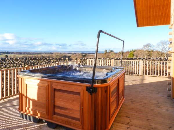 Aurae, C - Scotland self-catering hot tubawdor, near Inverness