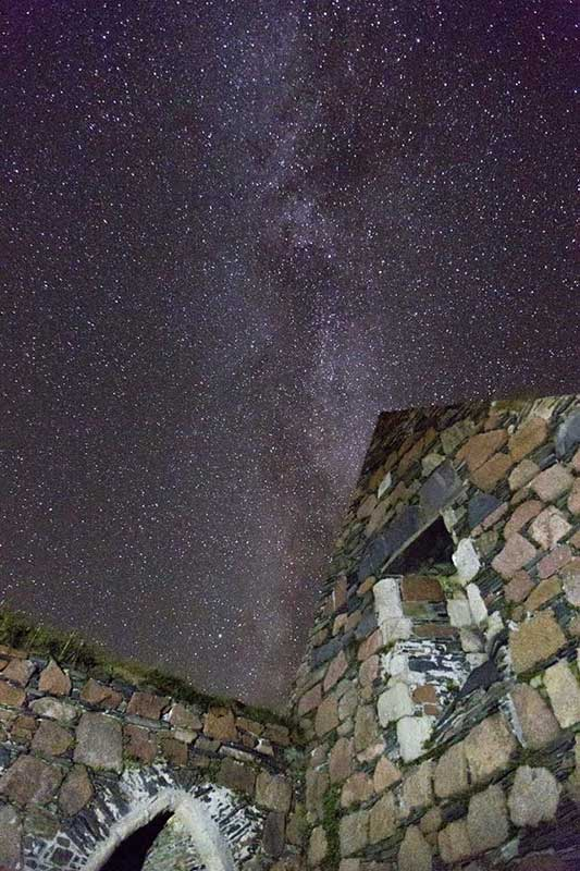 Things to do on Iona - Iona Nunnery under a winter sky. Photo by Gordon Bruce
