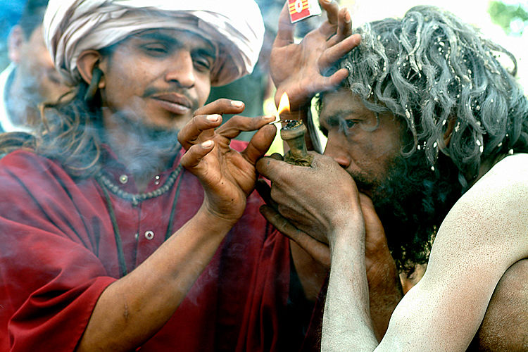 Shiva Smoking Chillum Hd Wallpaper The Ultimate Hippies Guide To India 15 Hotspots Holidify