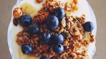 granola-mood-boosting-food-for-stress