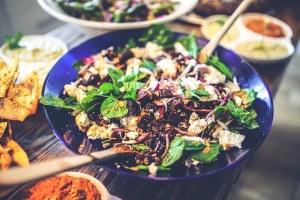Extra Portion Gemüse und Protein - 13 Tipps wie Du die Feiertage ohne extra Kilos überstehst