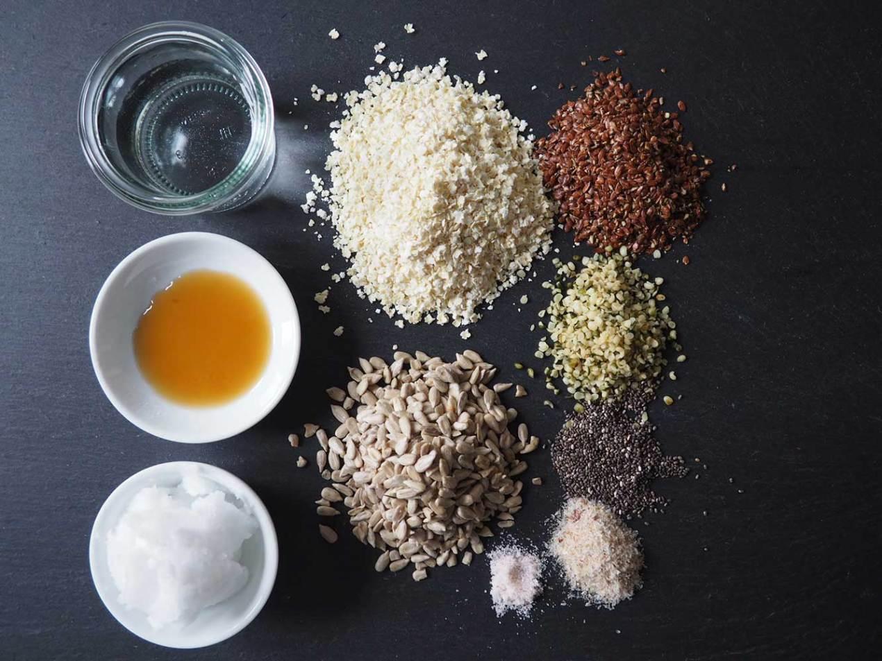 Zutaten für das glutenfreie Saatenbrot