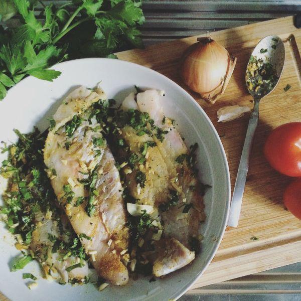 Rotbarsch in fruchtigem Curry-Tomaten-Sud: Vorbereitung Marinade und weitere Zutaten