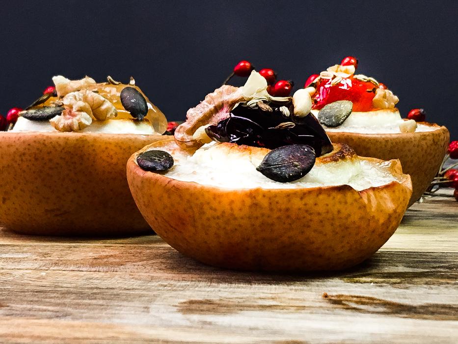 Gebackene Nashi-Birne mit Ziegenkäse, Weingelee und Crunch