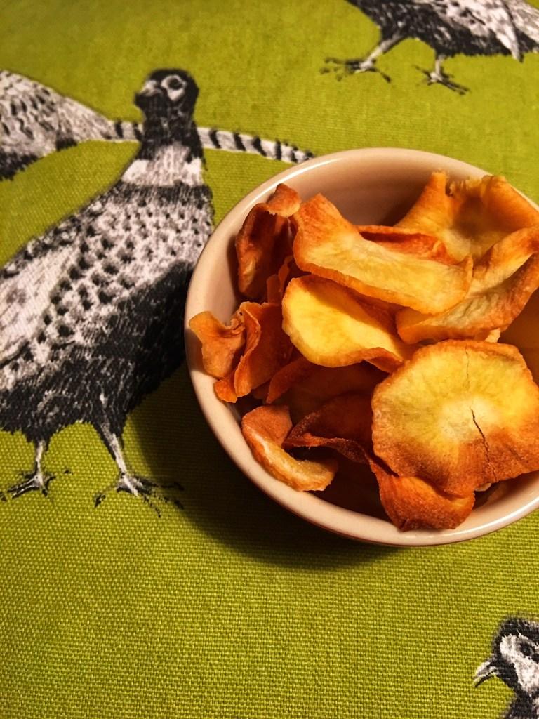 Frittierte Low Carb Gemüsechips in Kokosfett