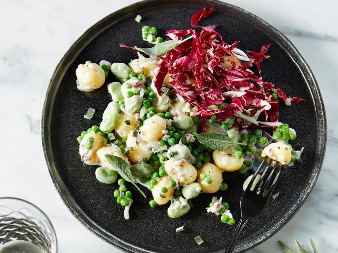 gnocchi met doperwten, tuinbonen en salie (Foto: DEEN Supermarkten)