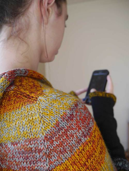 Versio Sweater - shoulder