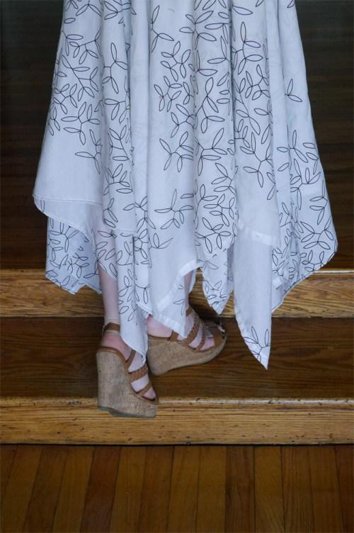 vine-print-skirt-hem