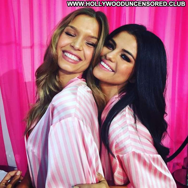 Selena Gomez Fashion Show Beautiful Posing Hot Celebrity Fashion Babe