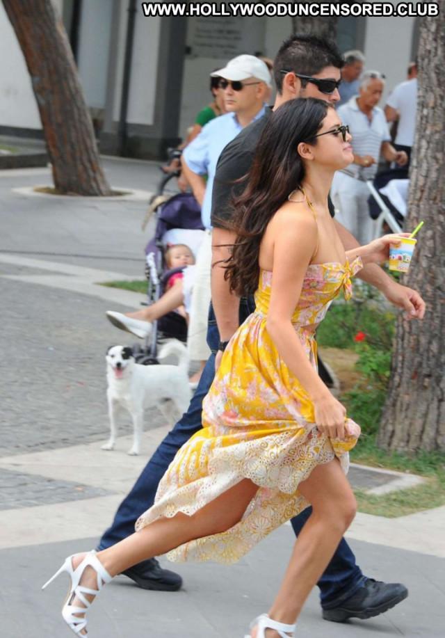 Selena Gomez Babe Posing Hot Celebrity Beautiful Paparazzi Female Hot