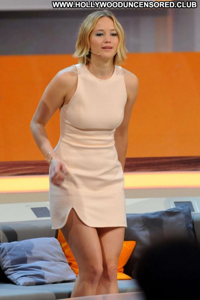 Jennifer Lawrence Tv Show Babe Germany Tv Show Paparazzi Wet