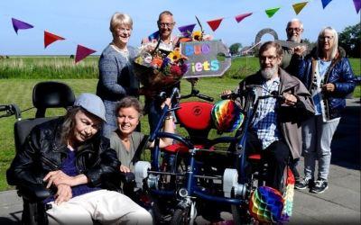 Dagbesteding Holwerder Mieden ontvangt duofiets van Steunfonds Noardeast Fryslân