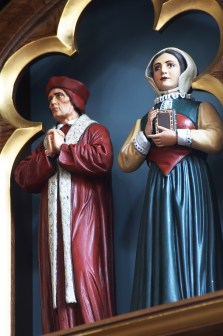 Martyrs_statues_1