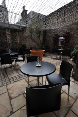 Courtyard at Divino Enoteca