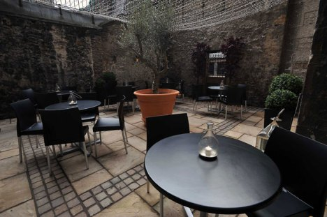 A food and drink PR image of the courtyard of Edinburgh wine bar Divino Enoteca