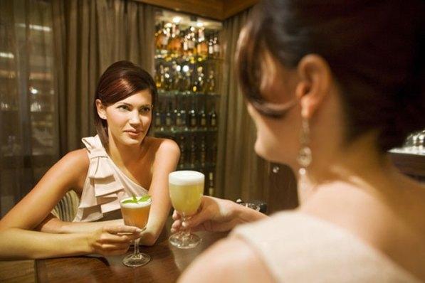Girls-drinking-cocktails