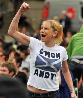 Tennis fan cheers on Andy Murray