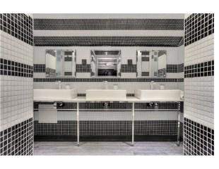 Shared dorm bathroom - Stay Central G1