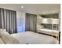 Double bed with bunk-bed opposite - Stay Central G1