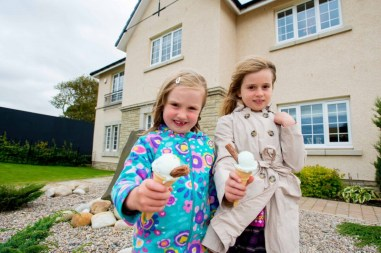 Children enjoyed free ice cream thanks to CALA Homes. PR photos by Holyrood PR in Edinburgh