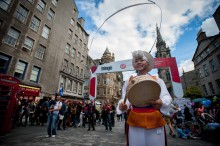 Heading into the final few days of the Fringe, the Royal Mile is still busy with performers trying to attract people to thier shows. . (c) Wullie Marr/DEADLINE NEWS For pic details, contact Wullie Marr........... 07989359845