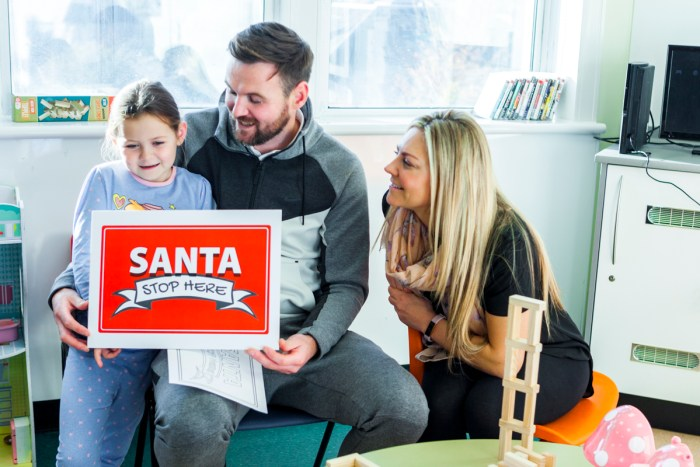 Edinburgh Children's Hospital Charity Christmas Campaign launch image of Riley Donnelly (4) with her parents for Charity PR