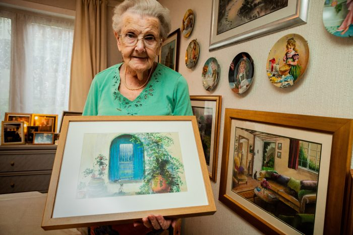 Bothwell 'Surrogate Granny' is a Painting Sensation with Scottish PR